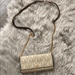 Michael Kors 'jet set' logo wallet on chain